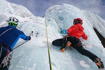 Cascade de glace sur le Cambre d'Aze