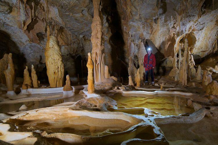Faites de la spéléologie dans les grottes des Pyrénées Orientales