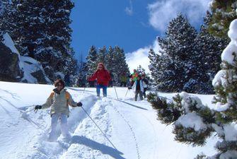 Randonnées raquettes dans les Pyrénées Orientales avec un accompagnateur en montagne