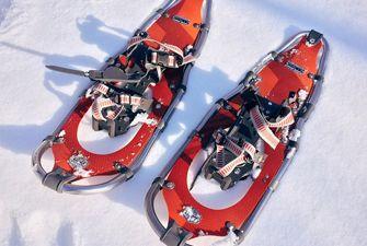Raquettes à neige - le matériel indispensable pour randonner en montagne l'hiver