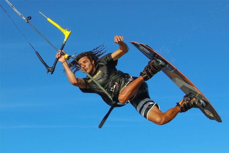 Cours de kite avec un moniteur diplômé à Canet en Roussillon