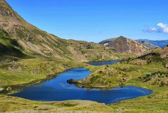 Etangs bleus au pied du pic Péric - randonnée journée