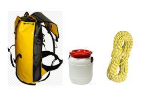 Matériel collectif de canyoning : sac, corde, bidon étanche