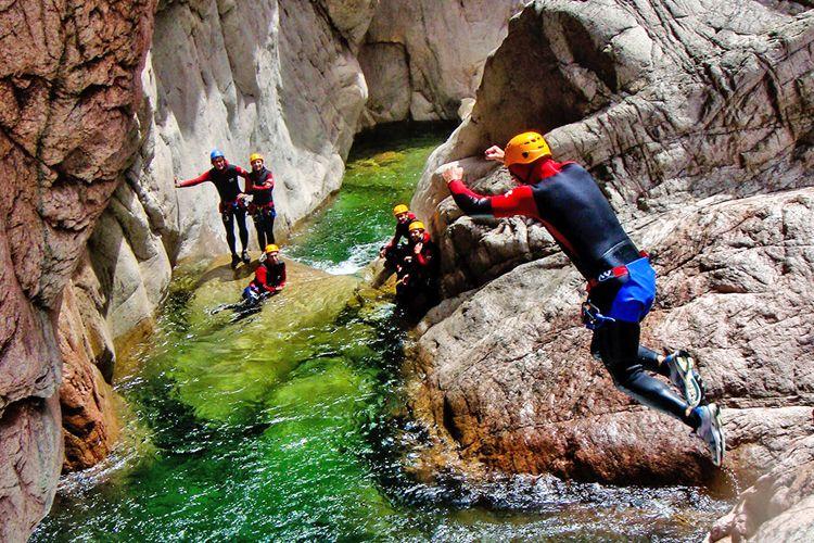 Court séjour canyoning dans les Pyrénées Orientales