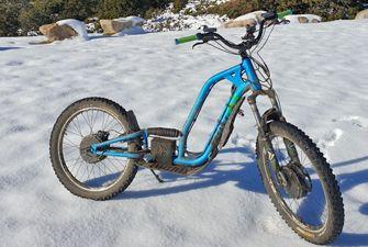 Trottinette électrique dans la neige