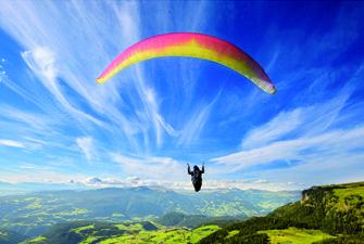 vol en parapente en montagne à Targasonne